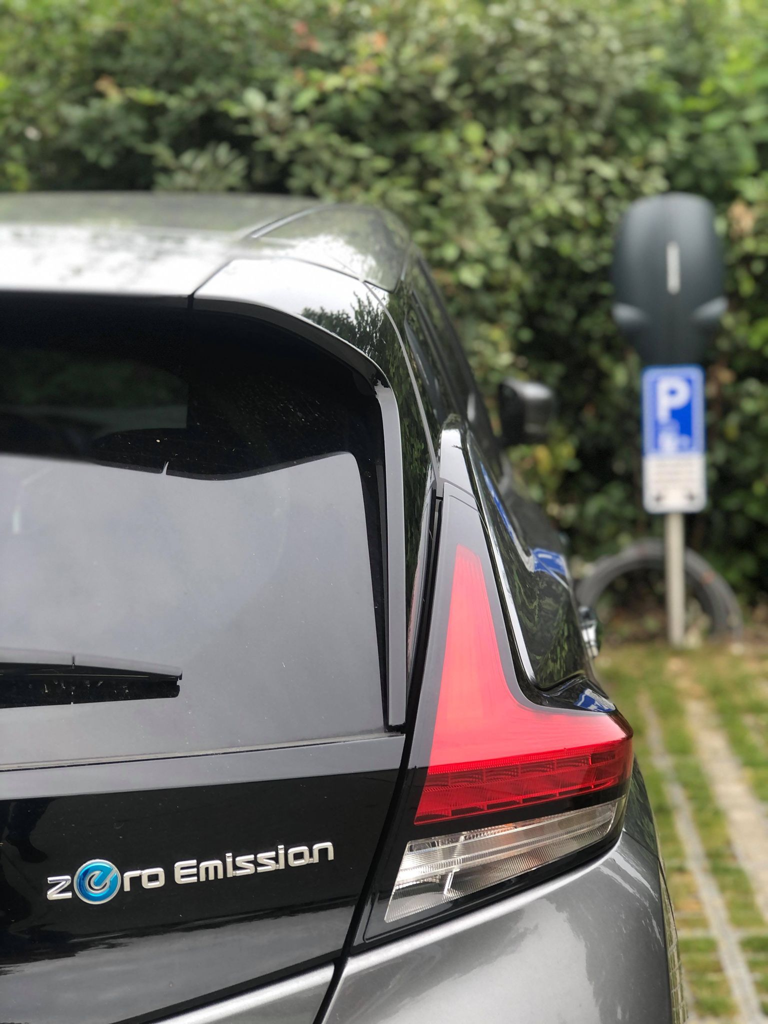 De laadpaal op het parkeerterrein van de Overhorn in Weesp